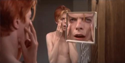 David-Bowie-allo-specchio