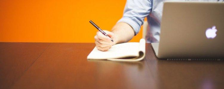 Come fare copywriting guidato dai dati: un processo per integrare i feedback degli utenti e migliorare lead generation, scrittura e conversioni.